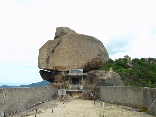 【口コミ】神聖なパワーを感じる!小豆島の重岩と宮島の弥山