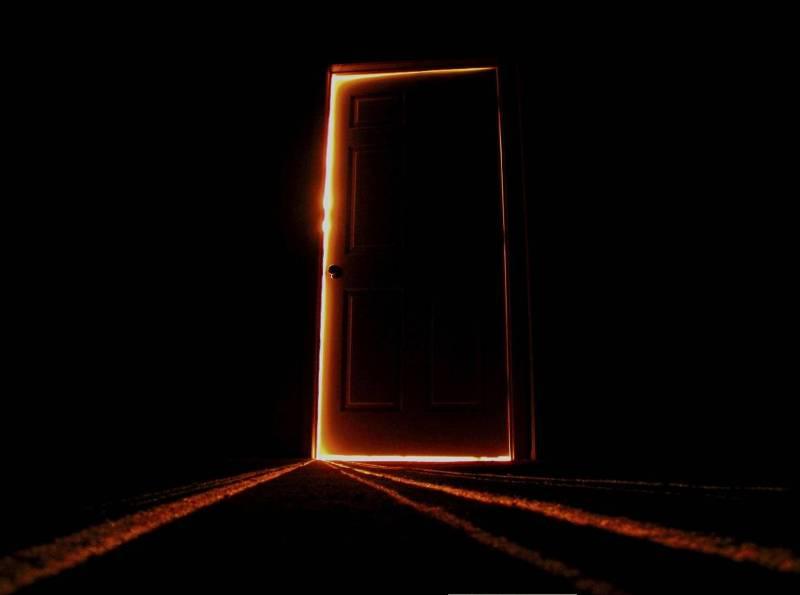 Не задерживайтесь у двери, не злите духов.