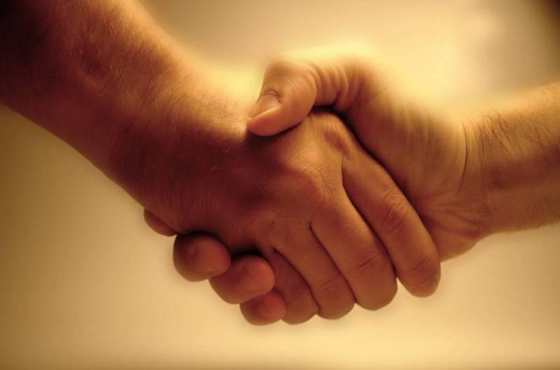 спор руки