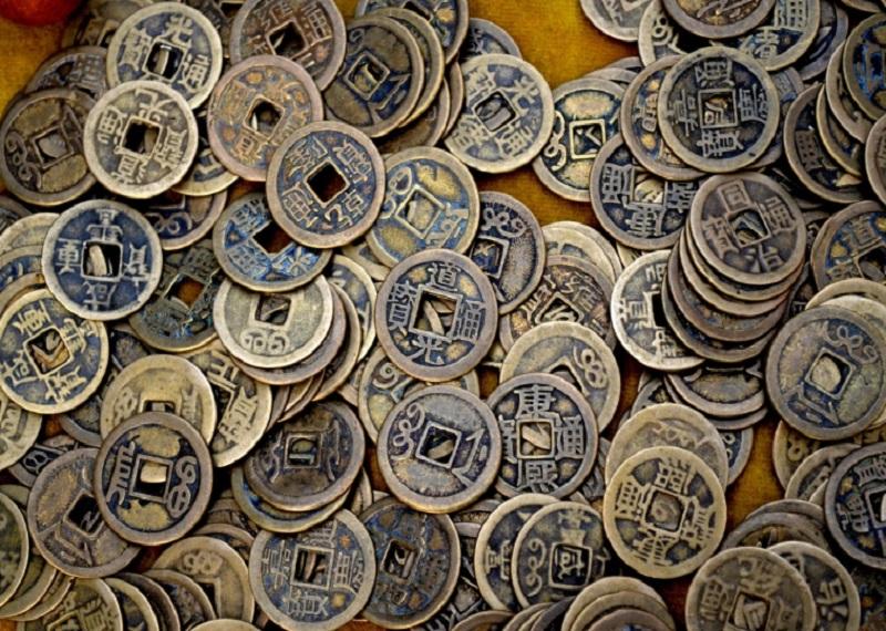 Деньги обезьян были похожи на китайские монеты. Фотоисточник