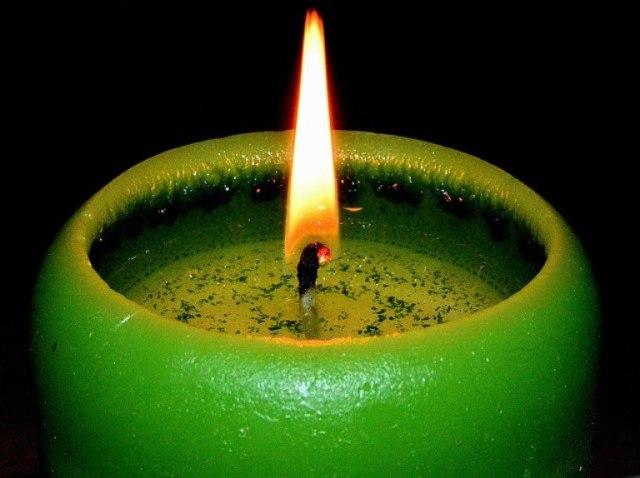 Свечи светло-зеленого цвета в магии