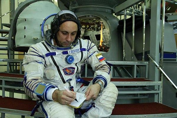 Вымпел Севастопольского городского суда отправится в космос и вернется обратно