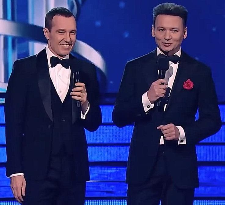 Ведущие шоу Один в один Игорь Верник и Александр Олешко