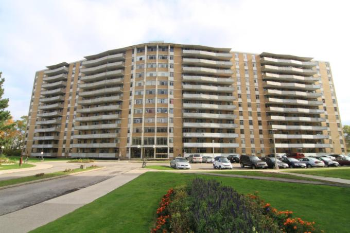 1 3 Bed Camelot Towers Apartments Photo