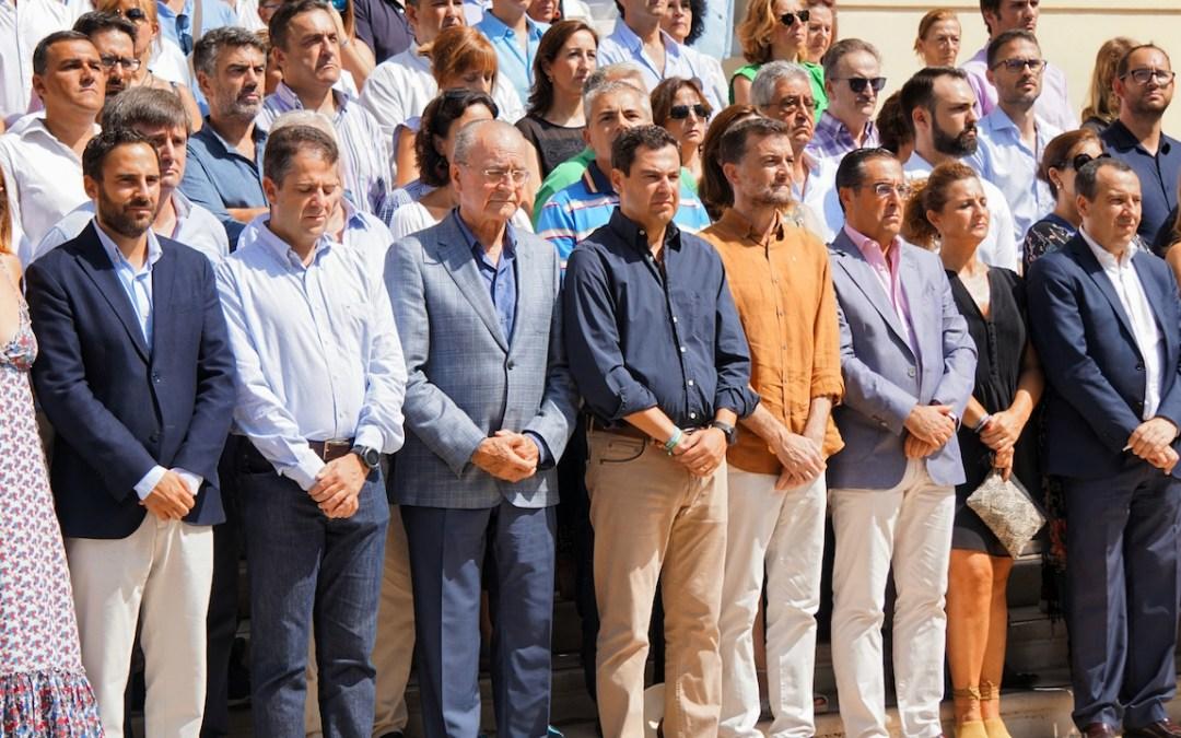 """Juanma Moreno: """"Que sepan los terroristas que no van a vencernos, este país no dobla nunca la rodilla"""""""