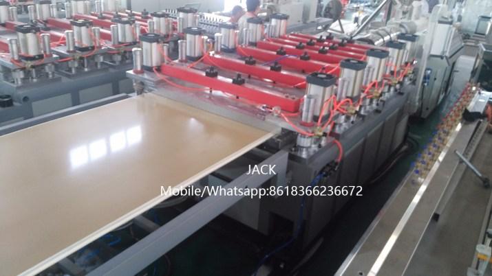 Machine de  Panneau en PVC WPC expansé