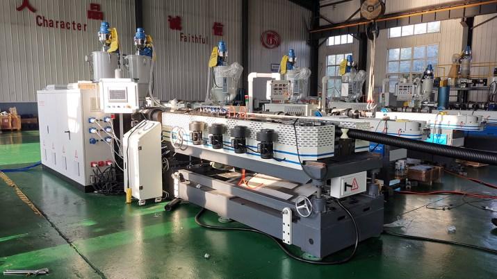 Máy sản xuất ống Gân Xoắn HDPE