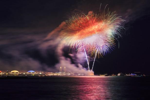 Chicago Apartments, Summer Festivals, Navy Pier Summer Fireworks