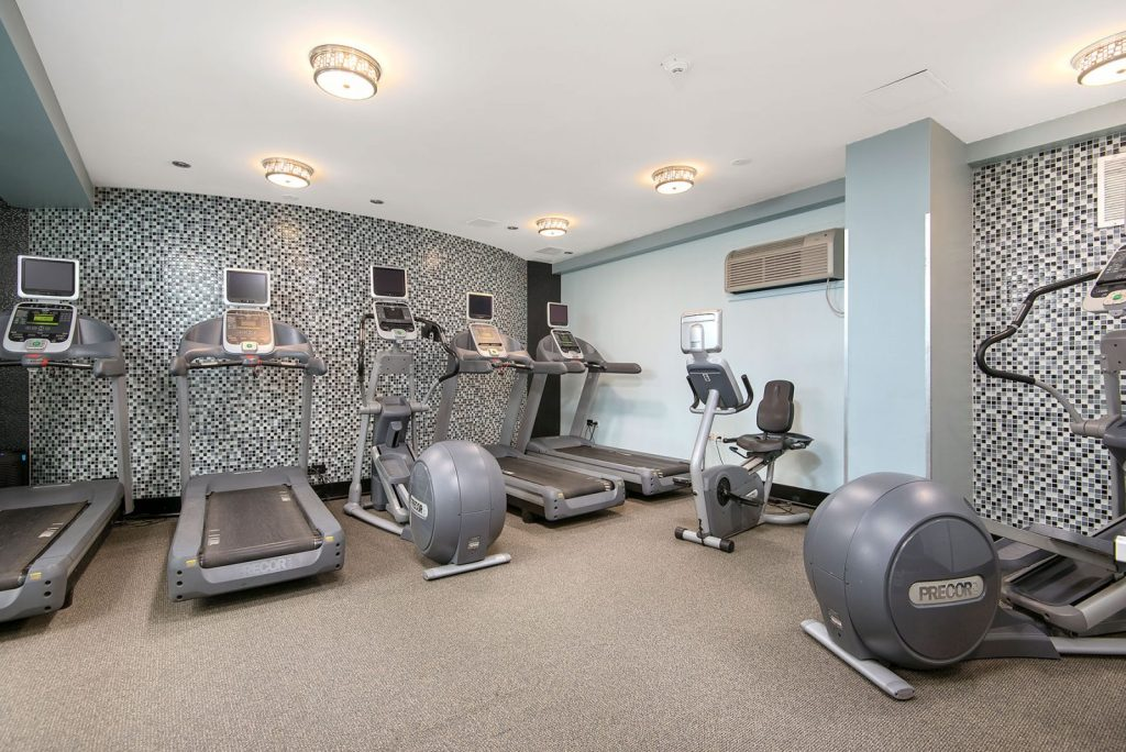 Chicago Apartments, Lakeview, 3130 N Lake Shore Fitness Center