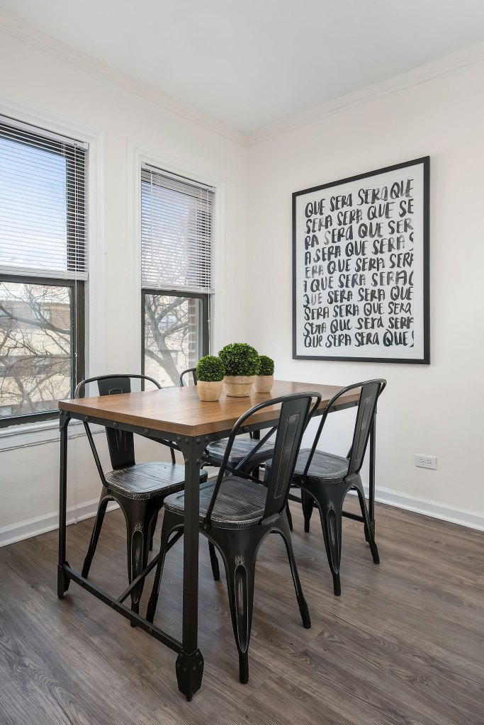 Chicago Apartments, Lakeview, 515 W Briar Dining Room