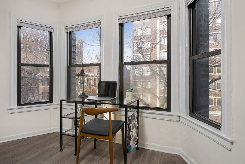 Chicago Apartments, Lakeview, 515 W Briar Office Space