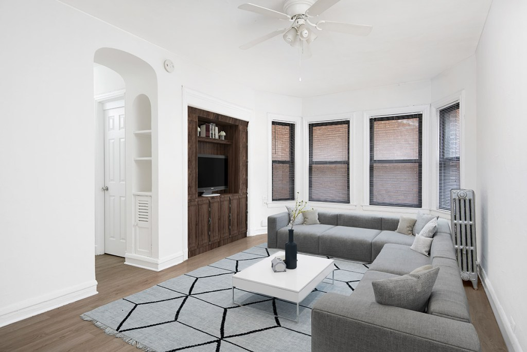 Chicago Apartments, Lakeview, 515 W Briar Living Room