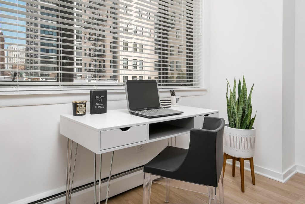20 E Scott Office Interior Chicago Apartments Gold Coast - 1