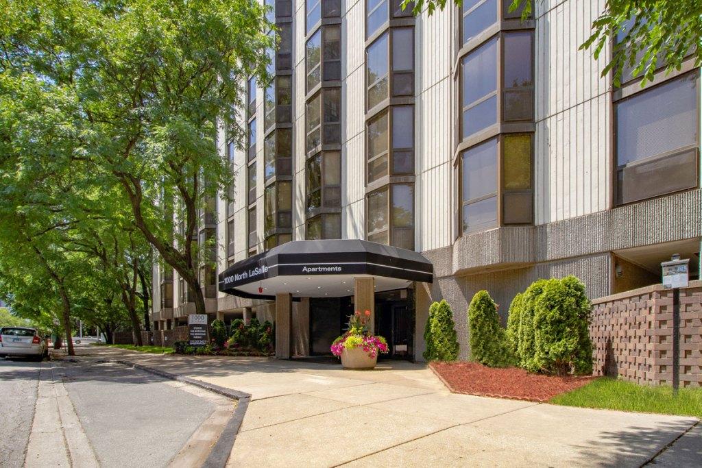 1000 N LaSalle Exterior Chicago Apartments Gold Coast - 1