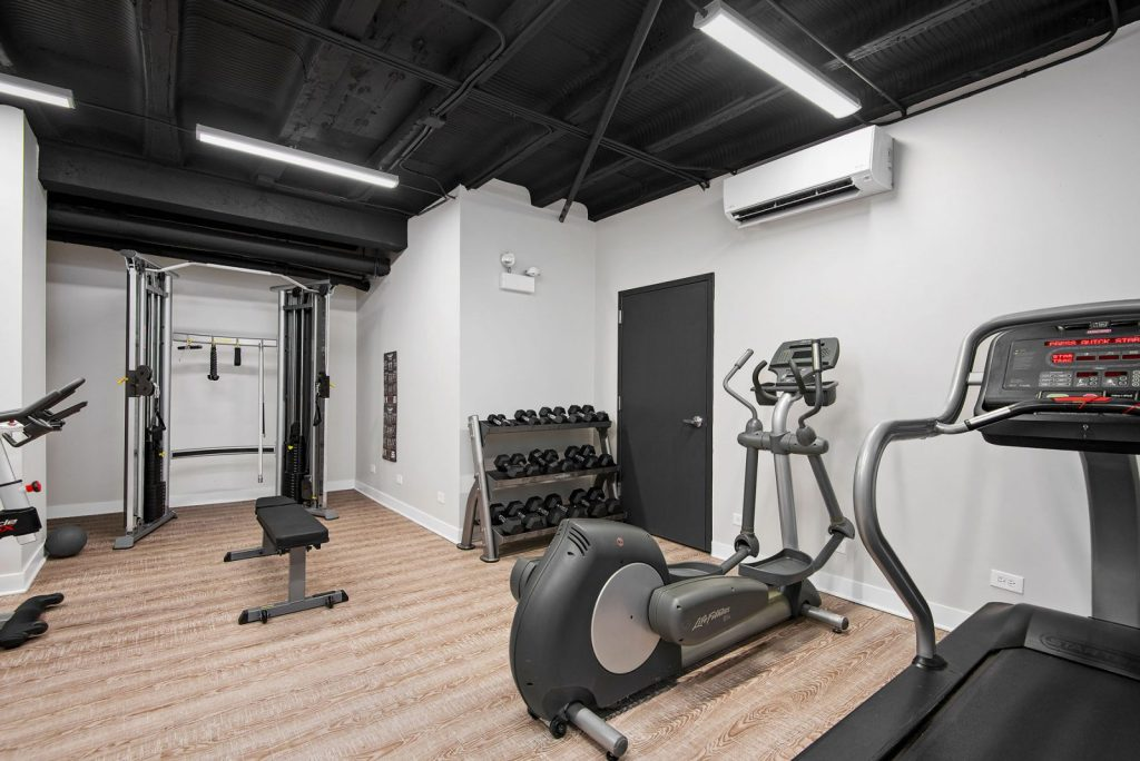 2756 N Pine Grove Fitness Center Interior Chicago Apartments Lincoln Park - 1