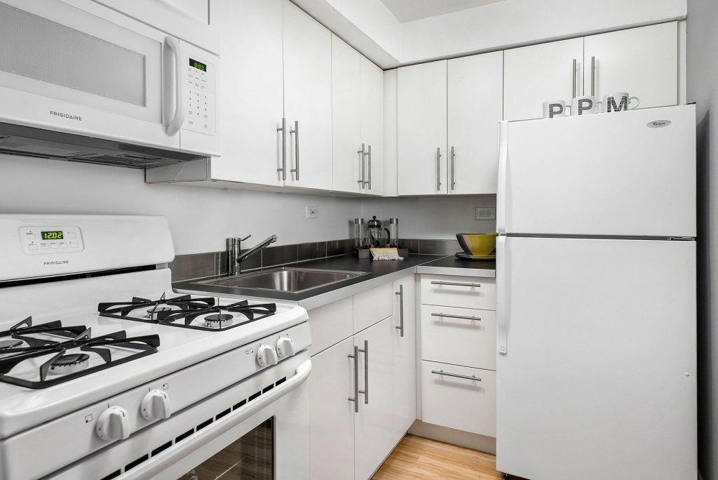 Chicago Apartments, Lakeview, 536 W Addison Kitchen