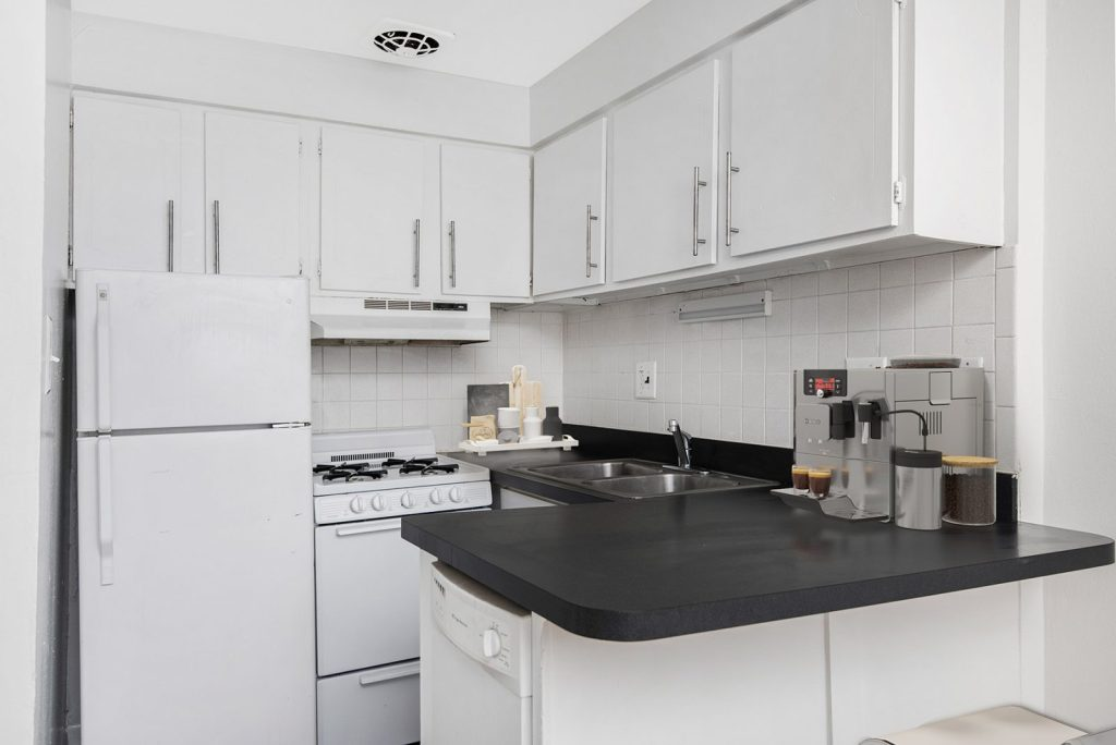 Chicago Apartments, Lakeview, 455 W Wellington Kitchen