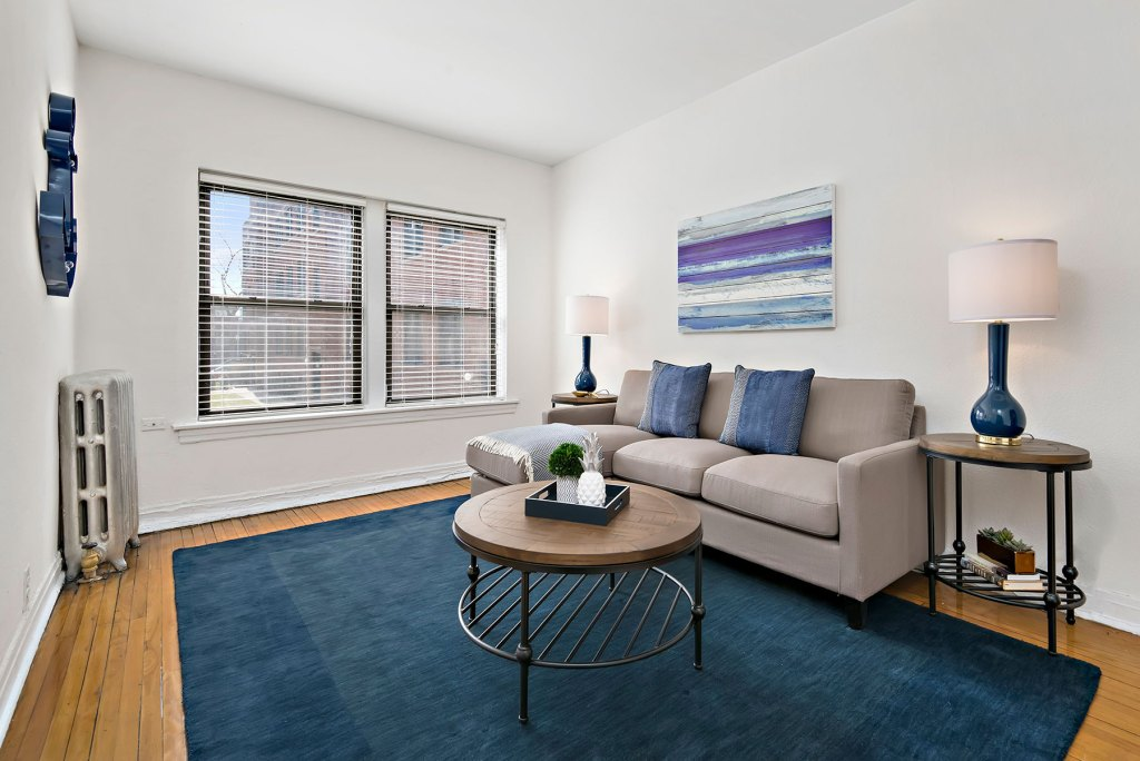Chicago Apartments, Lakeview, 632 W Cornelia Living Room