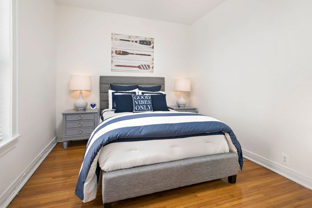 Chicago Apartments, Lakeview, 632 W Cornelia Bedroom