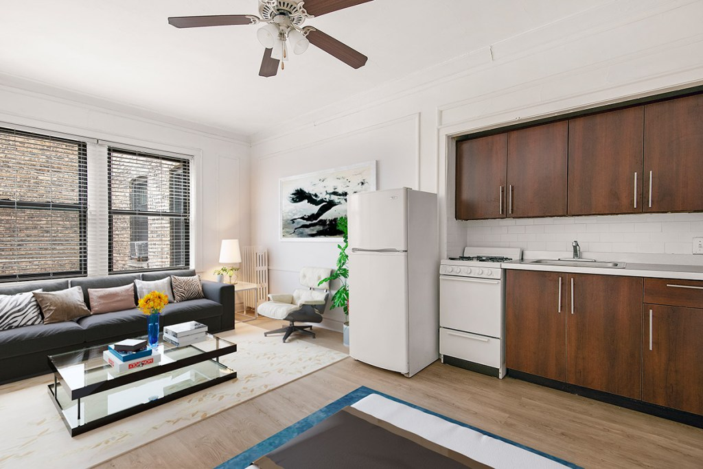 Chicago Apartments, Lakeview, 1049 W Oakdale One Bedroom