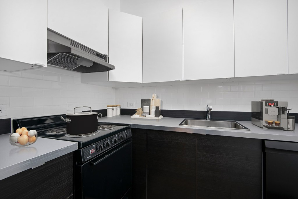 Chicago Apartments, Lakeview, 441 W Barry Kitchen
