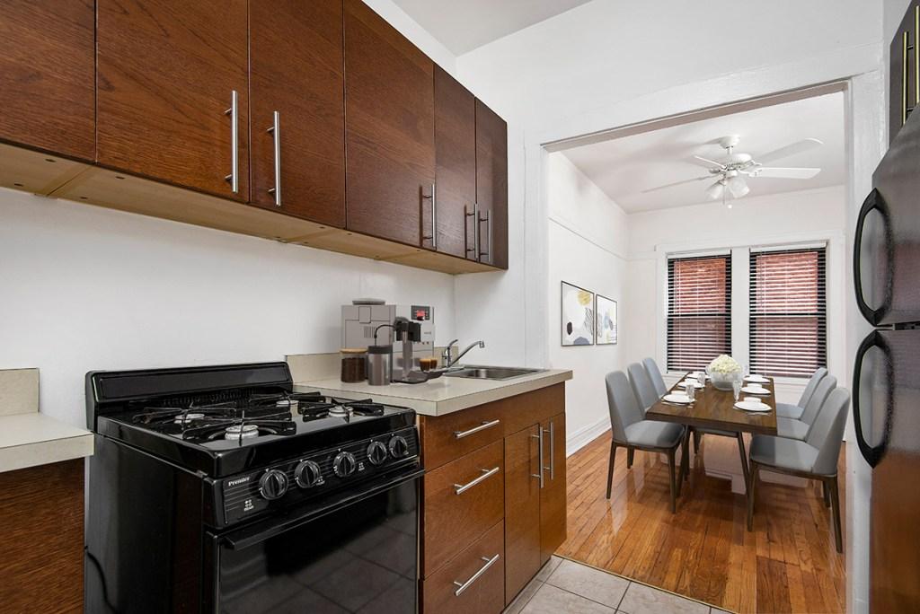 Chicago Apartments, Lakeview, 640 W Cornelia One Bedroom