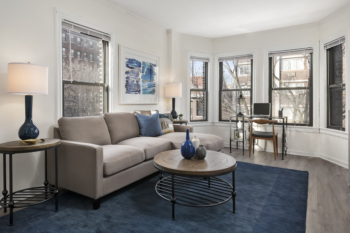 Chicago Apartments, Living Room, 3/3 Vertical Rule