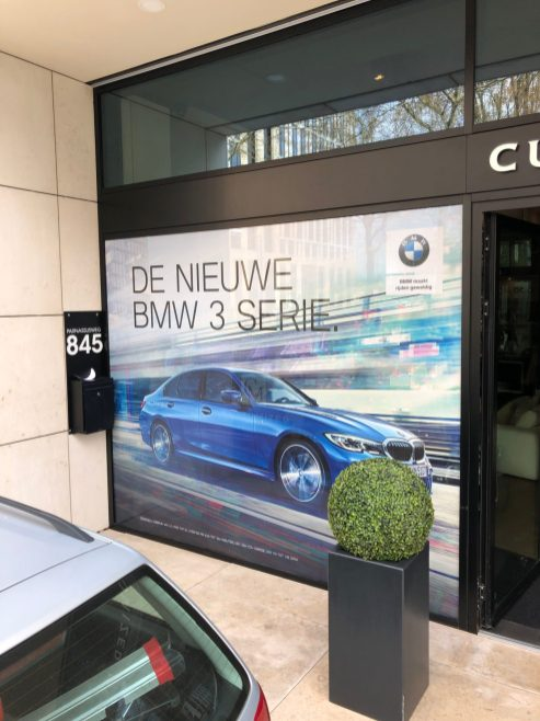 Window visuals bij Customized Media op de Zuidas in Amsterdam