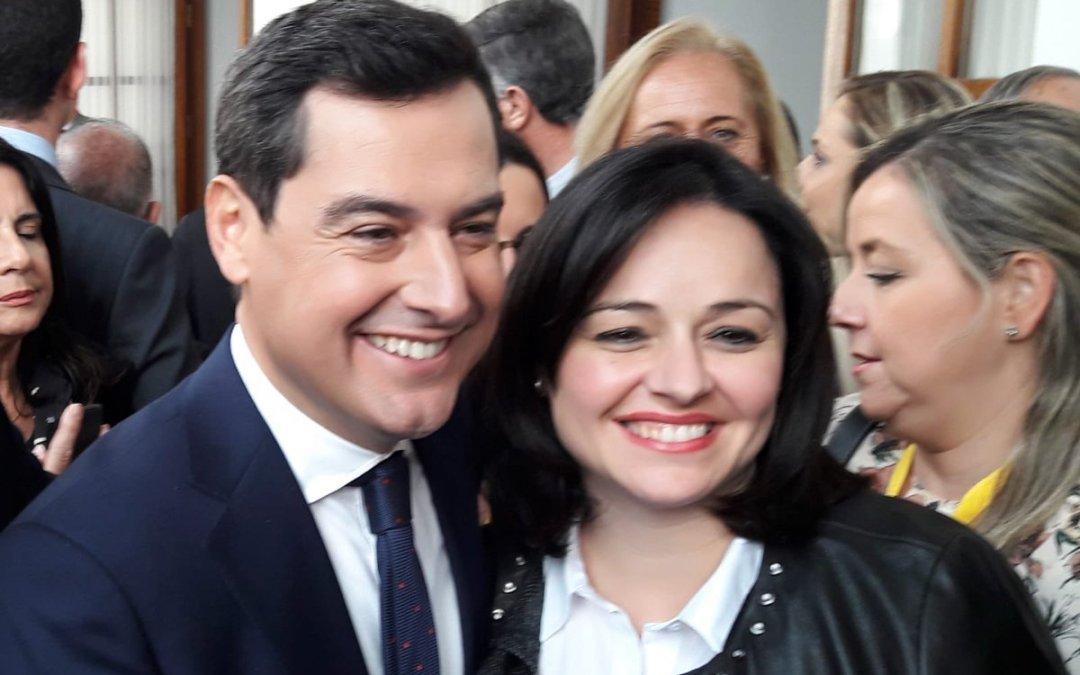 """Virginia Pérez muestra su orgullo por la investidura de Juanma Moreno """"en un momento histórico que los sevillanos llevamos esperando mucho tiempo"""""""