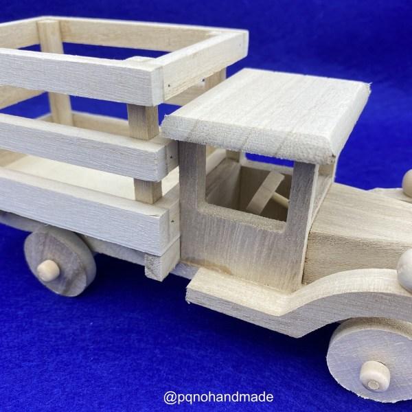Camión de madera natural para pintar y jugar detalle volante manualidades
