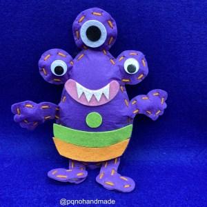 Kit monstruo lila de fieltro para empezar a coser a mano manualidades