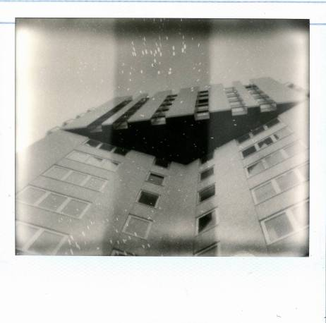 Polaroid Image 2 met Impossible Silver Shade Cool film.