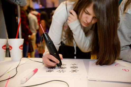 One attendee using a 3D doodle pen.