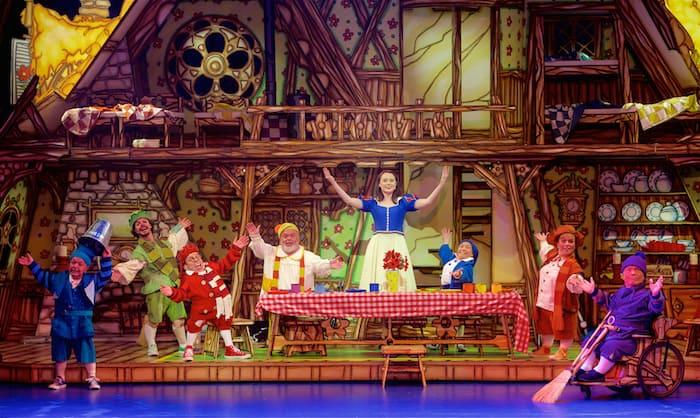 Snow white and the seven dwarfs review at Bristol Hippodrome