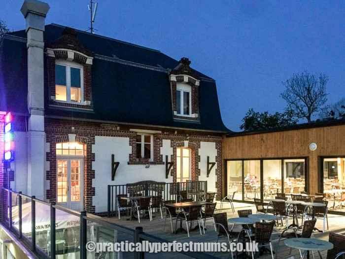 Bar and Restaurant, Eurocamp Normandy - La Vallée Parc, Houlgate