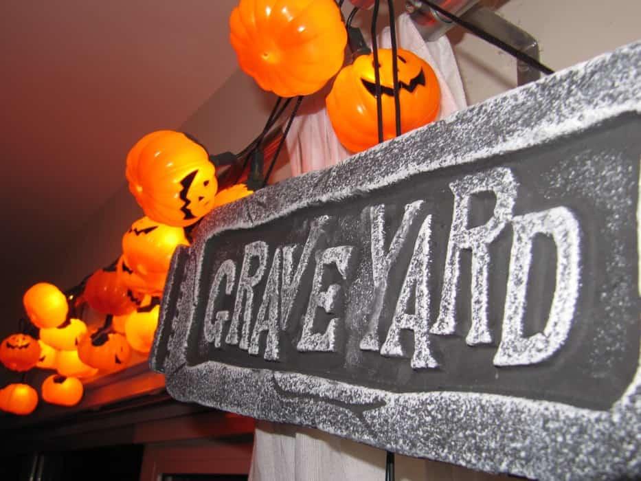 Halloween Graveyard Sign