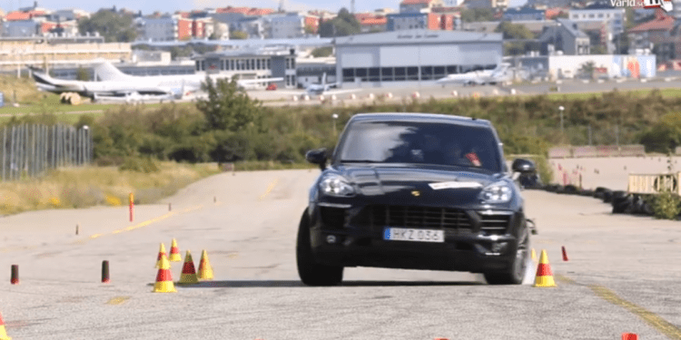 Porsche Macan S Diesel in moose test