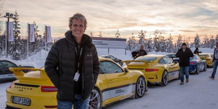 Drifting a Porsche 911 GT3 on ice