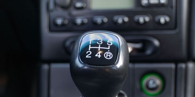 How to change gears the right way - downshifting