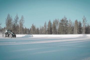 130.165km/h Valtra T234 and Juha Kankkunen set tractor land speed record