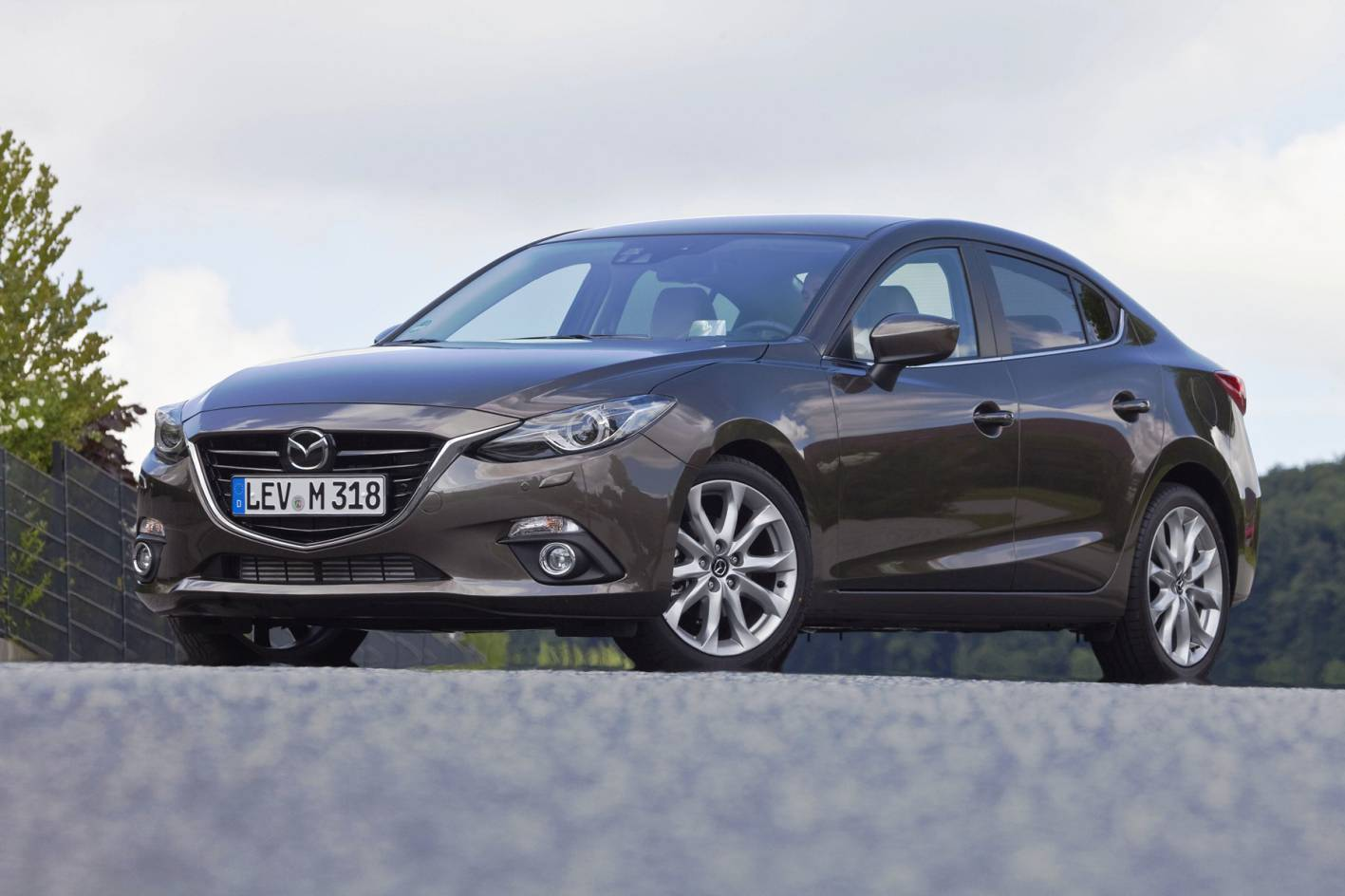 autoevolution sedan reviews review mazda
