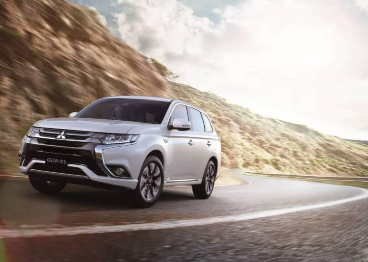 2016 Mitsubishi Outlander PHEV revealed