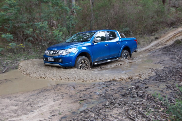 2015 Mitsubishi Triton 4x4 Exceed car review
