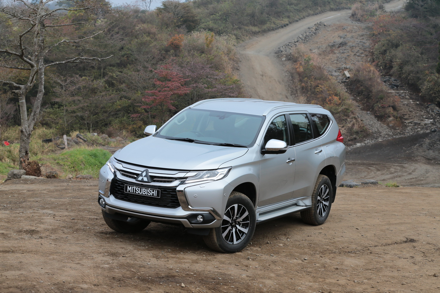 2016 mitsubishi pajero sport review first drive. Black Bedroom Furniture Sets. Home Design Ideas