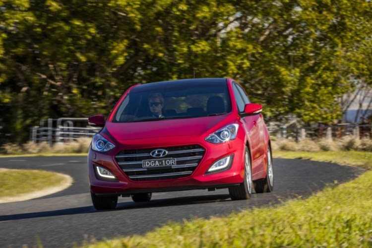 2017 Hyundai i30 SR Series II review by Practical Motoring
