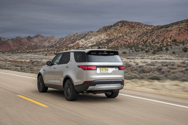 2017 Land Rover Discovery Review by Practical Motoring