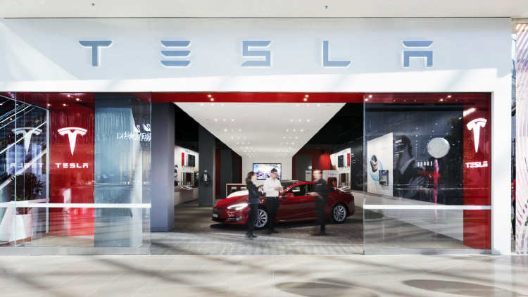 Tesla's (TSLA) Hold Rating Reiterated at Sanford C. Bernstein