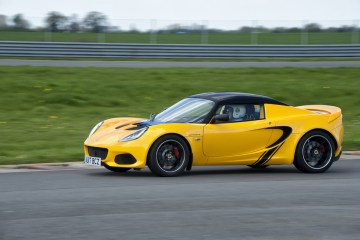 2018 Lotus Elise Sprint Review by Practical Motoring