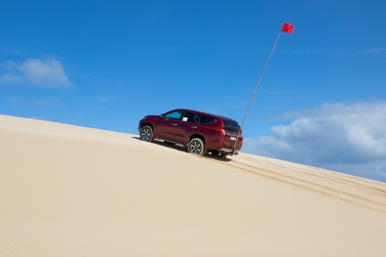 Mitsubishi Pajero approaching the crest of the dune, showing why the sand flag is important. Photo by Robert Pepper / Practical Motoring.