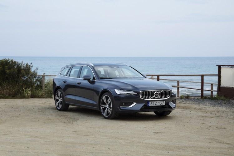 2018 Volvo V60 static front three-quarters